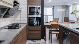 如果廚房空間夠用, 定做一個高櫃吧, 讓你家廚房好用又高大上!