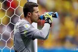 答球迷:足球比賽中跑動最少的守門員卻為什麼經常需要喝水?