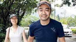 57歲劉青雲現狀:和郭藹明恩愛了幾十年,家裡的裝修也很樸素