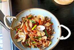 太棒了!3元錢的海鮮炒麵,鮮美好吃又省事兒,是夏天的最愛啊