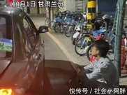 """孩子吐到車上,母親卻當孩子面罵司機,揚言""""他還只是個孩子"""""""