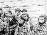 納粹死亡集中營中的生死絕戀:陰影中,仍有人性的燦爛光輝