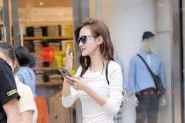 白色優雅長袖搭配黑色經典打底褲,常見搭配,上身要修身