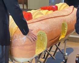 棺材定製爆火,帆船、樂高、甜甜圈棺材,網友:太會玩!