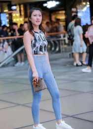 打底褲的搭配盡顯時尚魅力,突破穿衣絕限,擁有強烈的時尚觸覺