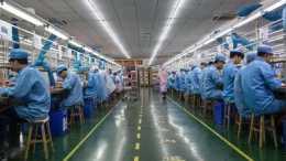 中國製造業遇困難,一線工人的工資被削減,導致大多數員工離職